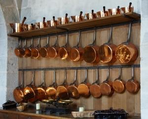 Kupfer, ein wichtiges Spurenelement für den Körper, kam früher über das Geschirr in die Nahrung